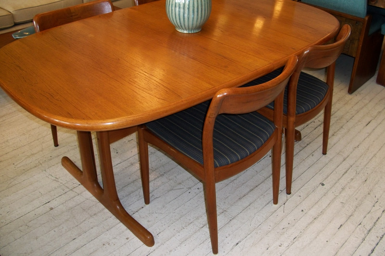 D Scan Solid Teak Dining Room Table 4 Chairs An Orange Moon Mid Century Modern Antiques Vintage Furniture Chicago