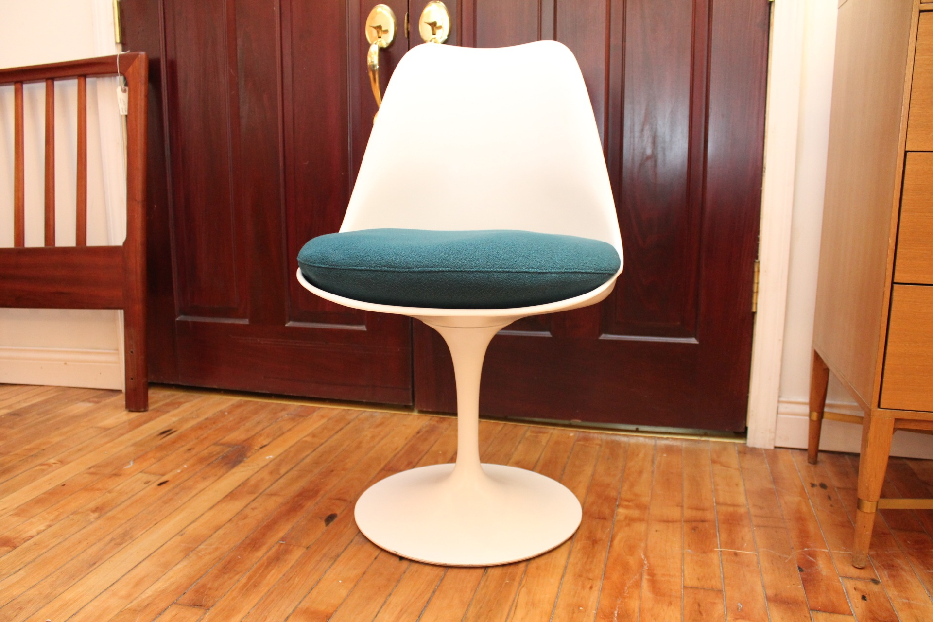Eero Saarinen KNOLL Tulip Chairs VINTAGE Mid Century Modern With NEW  Cushions!