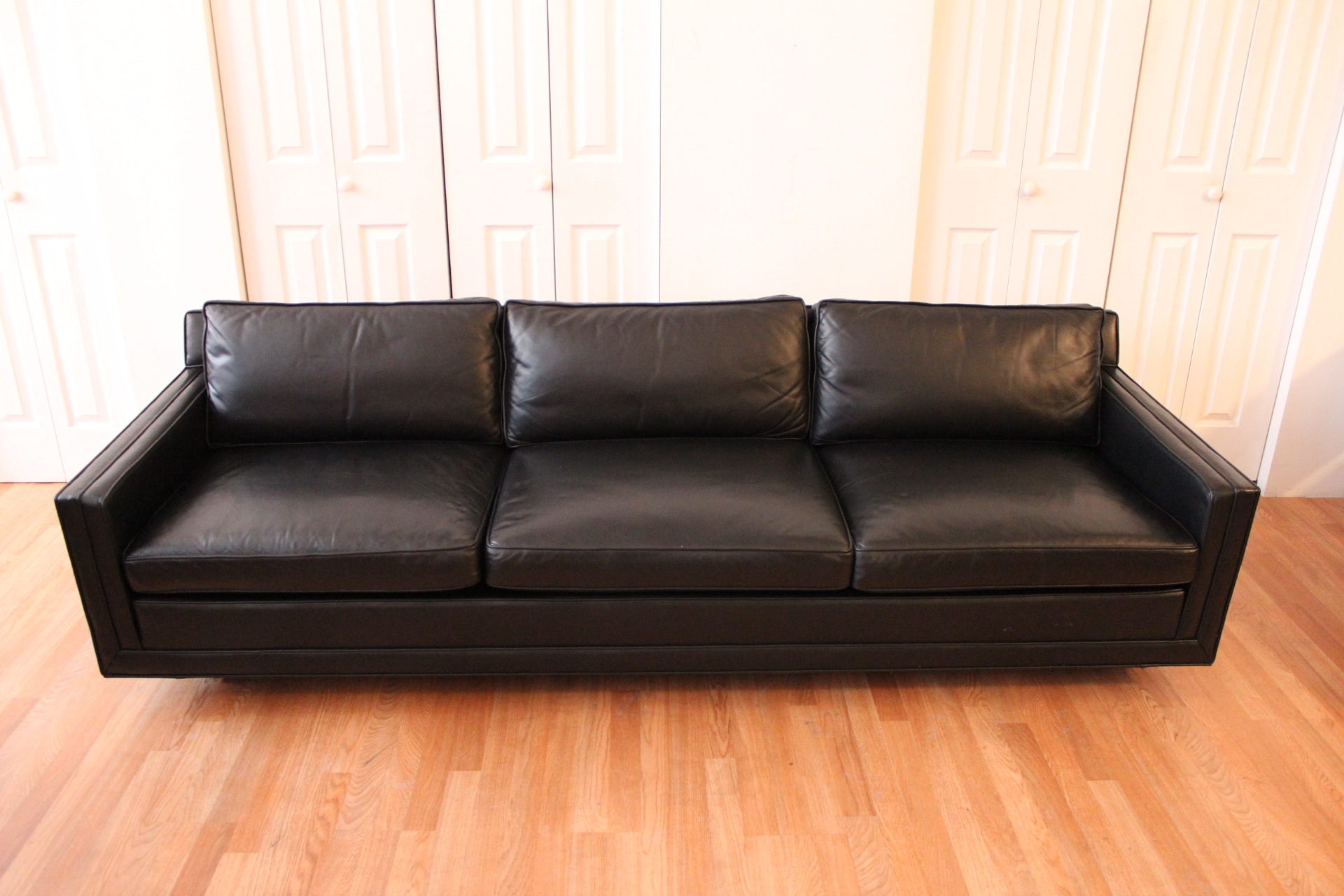 Harvey probber black leather sofa for Black leather sofa