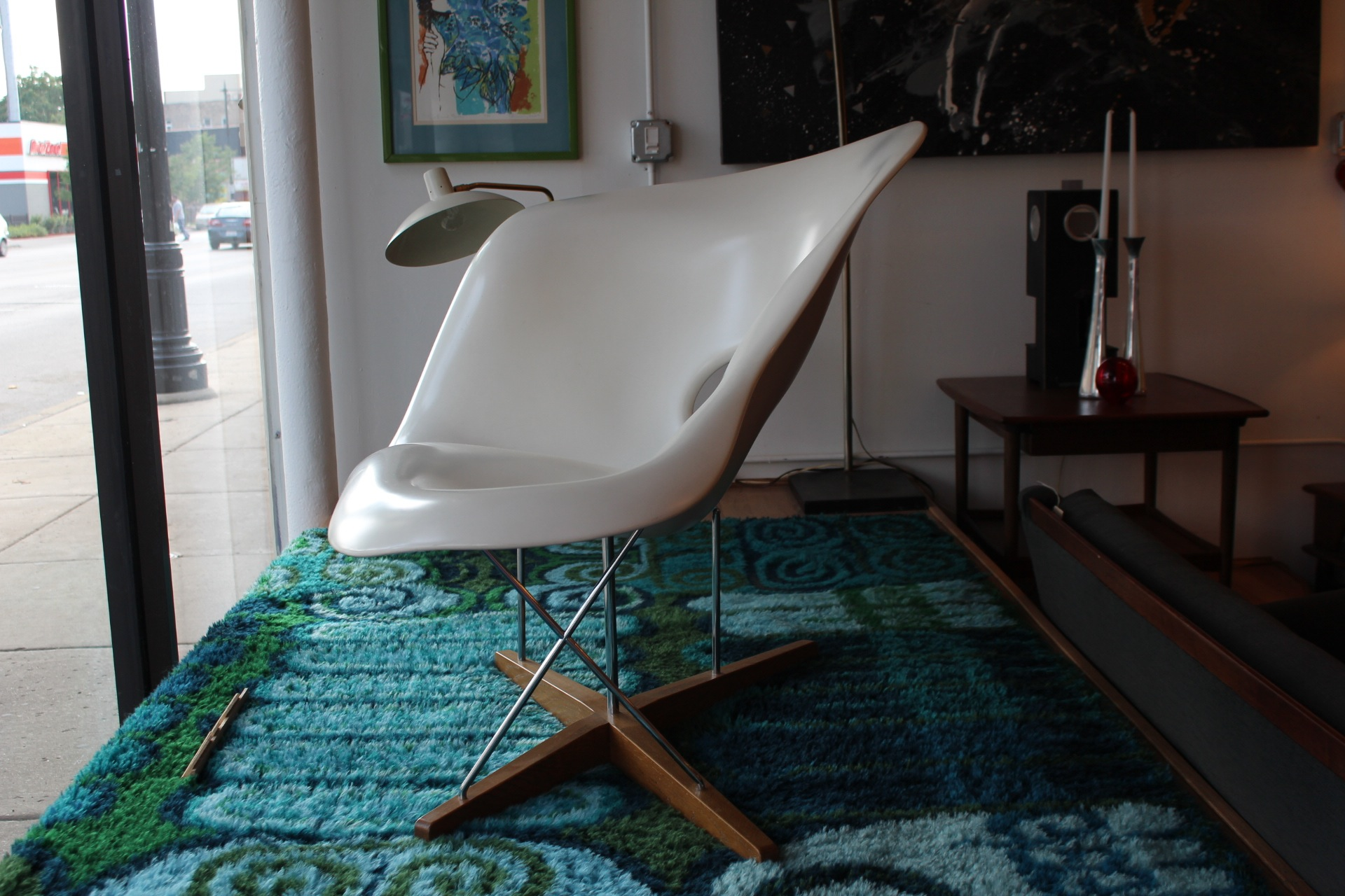 La chaise lounge chair by charles and ray eames for Chaise charles eames patchwork