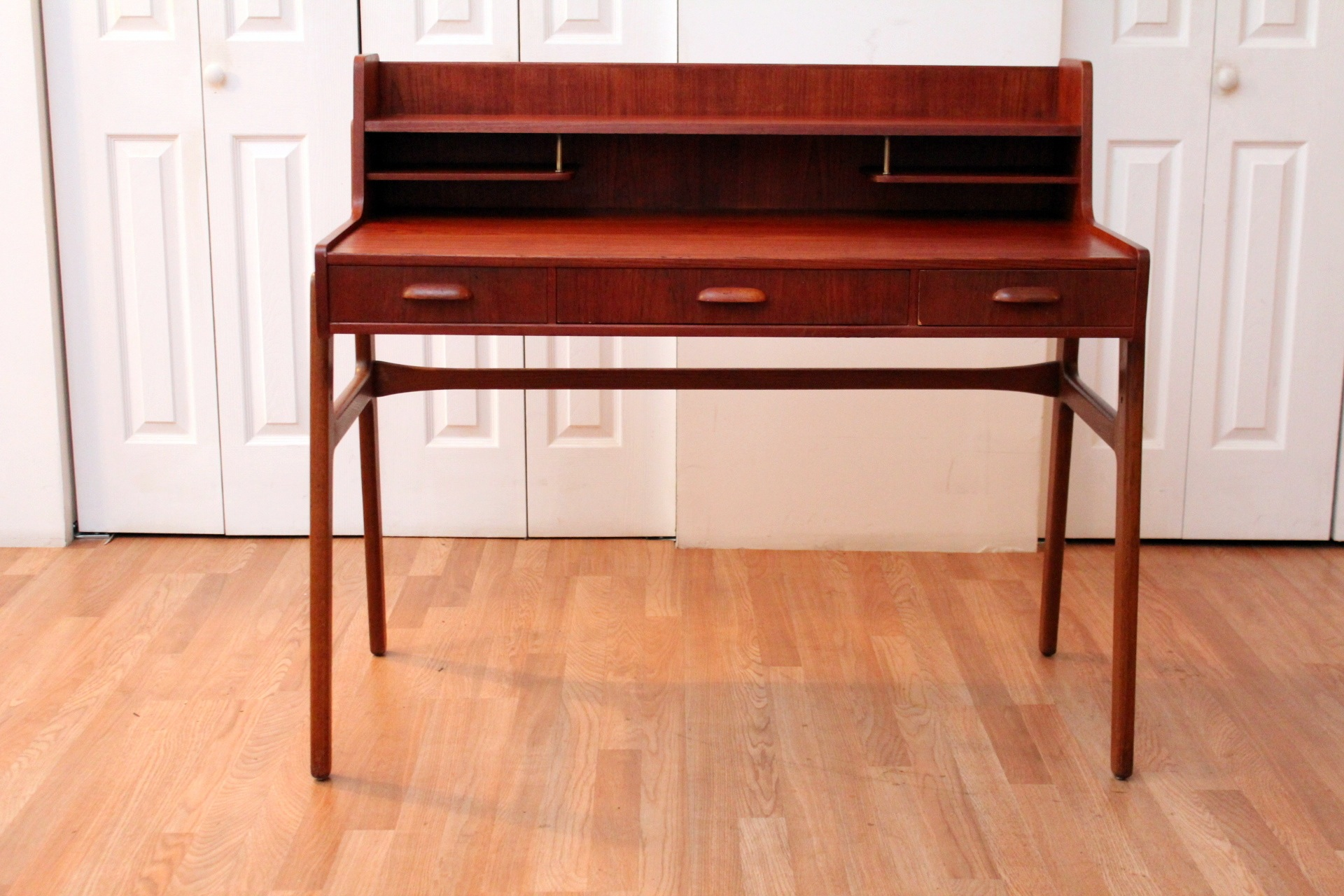 deens danish product vintage directional desk bureau floating design writing century large nl mid