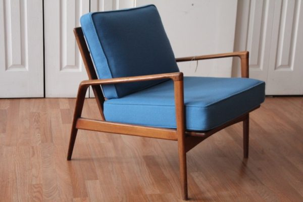 "MID CENTURY MODERN ""BLUE WOOL"" LOUNGE CHAIR"