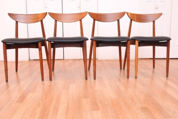 Harry Østergaard Dining Room Table & Chairs